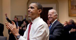 FBI-sms'jes onthullen dat Obama 'alles wilde weten'. Zit hij vuistdiep in de diepe staat?
