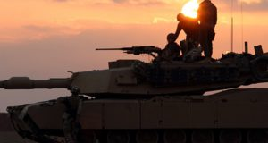 VS niet in Syrië om IS te bestrijden, maar om het land te plunderen. Hebben de terroristen hulp van buitenaf?