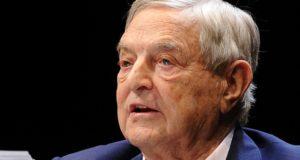 Masker af: Soros verantwoordelijk voor censuurgolf op social media. In deze geheime memo worden de plannen onthuld