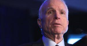 'Oorlogsheld' John McCain op 81-jarige leeftijd overleden. Dit is zijn duistere nalatenschap