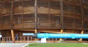 Wil CERN een allesvernietigende God oproepen met de Large Hadron Collider? Wilde theorie steekt de kop op