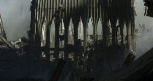 Er is maar één uitleg mogelijk: het hele officiële verhaal over 9/11 is fantasie. Bekijk dit gesprek