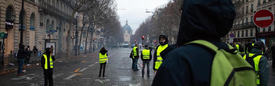 Gele hesjes willen bankrun veroorzaken om Franse bankwezen op de knieën te krijgen. Dit is de ergste nachtmerrie voor politici