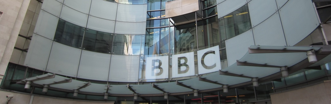 De BBC is een nepnieuwsfabriek geworden en de Britten lachen er alleen maar om. Russische veiligheidschef haalt uit