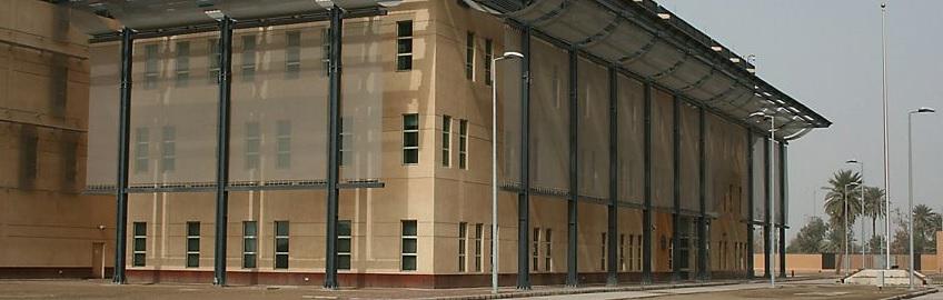 Vanuit de Amerikaanse ambassade in Bagdad werd ruim een miljoen kilo aan mysterieuze vracht verscheept. Wat is hier aan de hand?