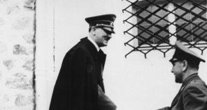 Tientallen Nederlanders en Belgen krijgen nog altijd pensioen wegens trouw aan Hitler. Hoe kan zoiets?
