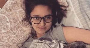 Tienermeisje raakte verlamd door HPV-vaccin tegen baarmoederhalskanker. Nu heeft ze jouw hulp nodig
