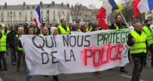 Advocate raakte baan kwijt omdat ze opstond tegen Macron en bruut politiegeweld. In deze video onthult ze wat er werkelijk gebeurt in Frankrijk
