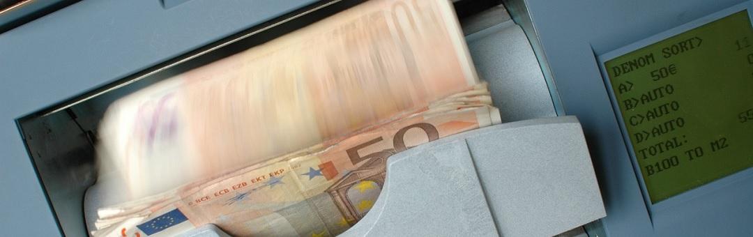 Geld bestaat niet. Spreker legt in dit filmpje uit hoe je wordt opgelicht door banken