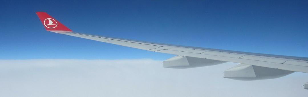 Ik heb nog nooit iets zo snel zien vliegen. Turkse piloot filmt UFO tijdens vlucht (bekijk hier de beelden)