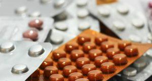 De gematigde theorieën over de farmaceutische industrie, ga dat eens uitzoeken. Hoogleraar laat zich uit over complotten