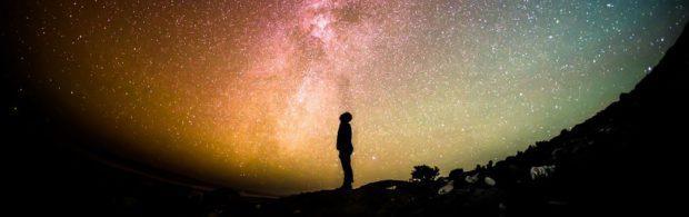 UFO's bestaan en iedereen moet daar maar aan wennen. Deze professor legt uit waarom we rekening moeten houden met buitenaardse hypothese