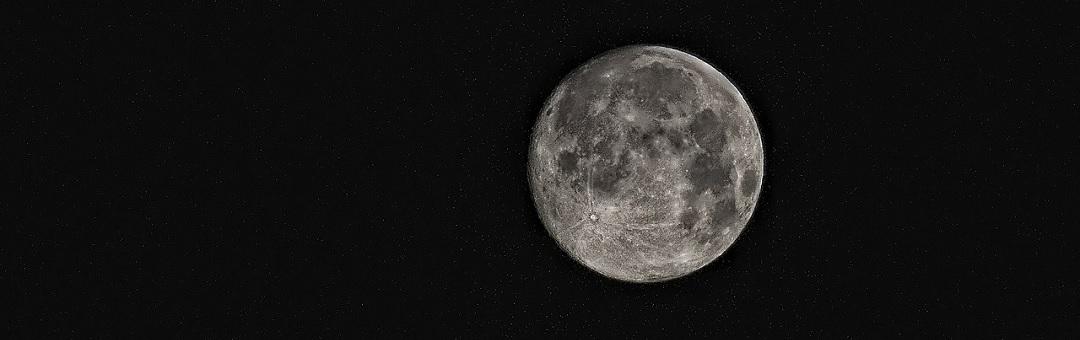 Piramidevormig object gespot op NASA-foto van de maan. Enig idee wat dit is?