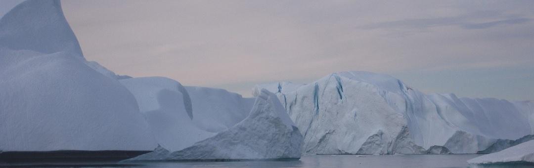 Al Gore, die voorspelde dat de Noordpool in 2016 ijsvrij zou zijn, krijgt tonnen om 'klimaattraining' te geven in Australië. Dan valt er ineens zeldzame sneeuw