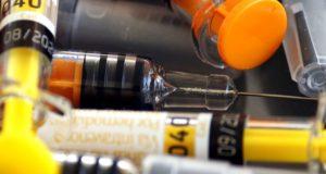 Mazelenuitbraak blijkt te zijn veroorzaakt door het vaccin zelf. Dit wil Big Pharma liever onder het tapijt vegen