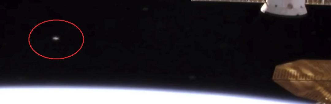 Livebeelden ruimtestation ISS tonen UFO boven aarde. Kregen astronauten bezoek van aliens?