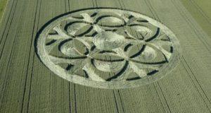 Diep onder de indruk: deze enorme graancirkel verscheen van de ene op de andere dag in Zwitserland