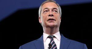 Nieuwe versie van communisme en Napoleon. Kijk hoe Farage 'fanaticus' Von der Leyen en Macron sloopt