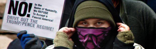 Door linkse politici geliefde Antifa-beweging gelinkt aan terroristen van Al Qaida en IS. Geheim FBI-onderzoek onthult alles