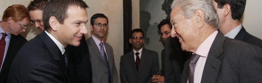 Amerikaanse miljardair George Soros is een crimineel die een mondiaal schaakspel speelt. VN-ambassadeur haalt fel uit