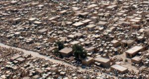 Op de grootste begraafplaats ter wereld in Irak waren geesten rond. Dit maken grafdelvers mee
