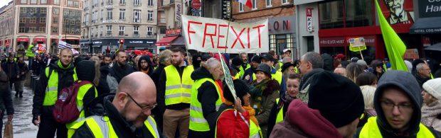 Enorme opstand in Frankrijk op nationale feestdag: 'Revolutie! Revolutie!'
