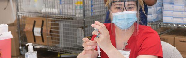 Arzt in Holland verabreicht keinen experimentellen Impfstoff und wird gefeiert