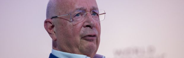 Klaus Schwab & Globalisten planen einen Angriff, der Covid in den Schatten stellen wird