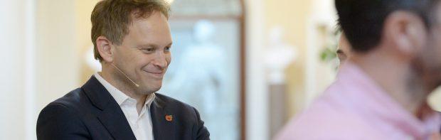 UK-Minister: Vollständig geimpfte bekommen viel eher Covid