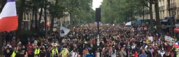Was für Bilder! MILLIONEN von Franzosen gehen gegen den Impfpass auf die Straße und auch in der Schweiz zeigt sich eine wachsende Menge von Kritiker