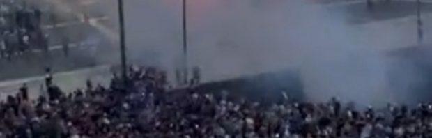 Griechische Polizei setzt Tränengas ein, als Tausende gegen die Impfpflicht protestieren
