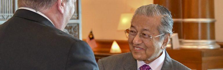 """Rückblende – Der ehemalige malaysische Premierminister Mahathir: """"Die Eliten wollen die Weltbevölkerung auf 1 Milliarde reduzieren""""!"""